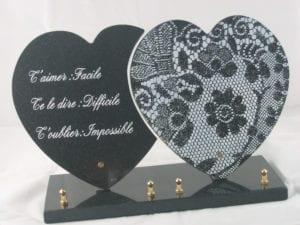 """2 coeurs 30x30 - Un cœur granit noir fin, un cœur céramique blanche gravé """"dentelle"""""""